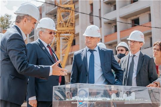 Олег Николаев познакомился с планом развития микрорайона «Новая Богданка»