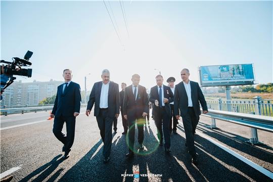 Олег Николаев и Алексей Ладыков запустили движение по обновленному Сугутскому мосту и оценили качество ремонтных работ на проспекте Ивана Яковлева в Чебоксарах