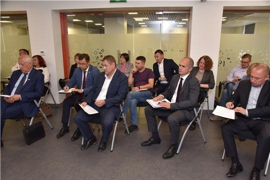 В Чебоксарах обсудили с представителями сферы торговли и общепита их объединение в ассоциацию и цифровое продвижение