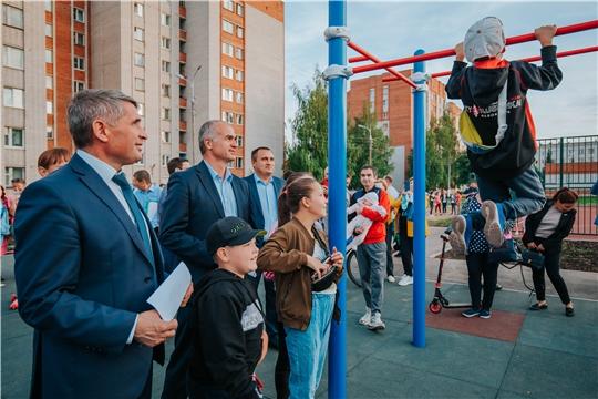 Олег Николаев и Алексей Ладыков осмотрели чебоксарские дворы, благоустроенные в этом году