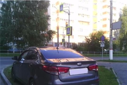 «Инцидент менеджмент»: газоны и тротуары не предназначены для парковки автотранспорта