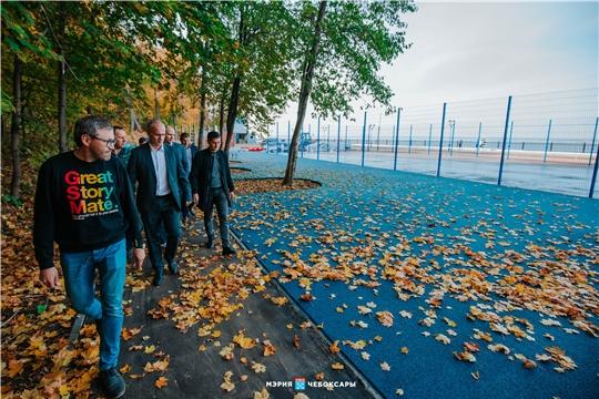 Алексей Ладыков проинспектировал ход строительства современных спортплощадок на Московской набережной