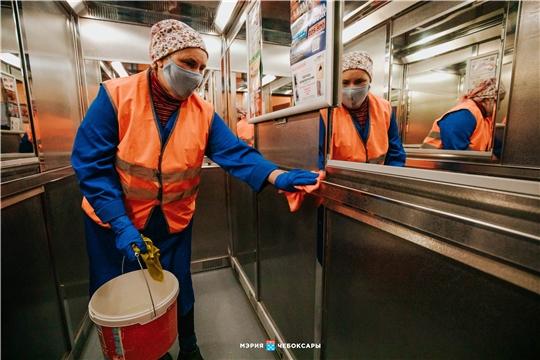 В Чебоксарах продолжается санитарная обработка жилого фонда