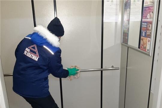 В жилом фонде Чебоксар продолжается санитарная обработка поверхностей