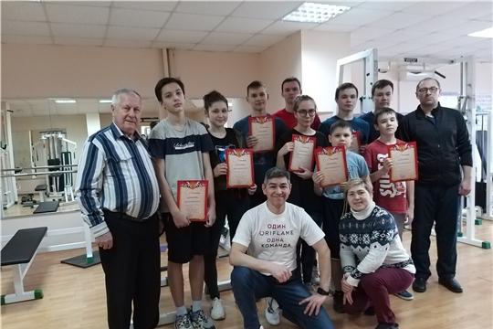 В рамках Декады спорта и здоровья в городе Канаш любители гиревого спорта выявили победителей и призеров Рождественского турнира