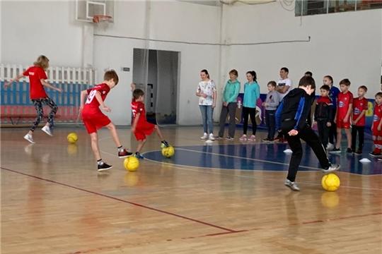 Юные футболисты города Канаш и их родители присоединились к Декаде спорта и здоровья