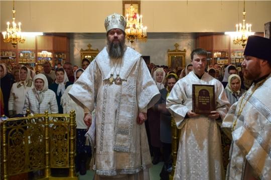 В праздник Рождества Христова епископ Стефан возглавил Божественную литургию в храме святителя Николая города Канаш