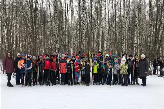 В рамках Декады спорта и здоровья в городе Канаш любители лыжных гонок собрались на «Рождественской лыжне»