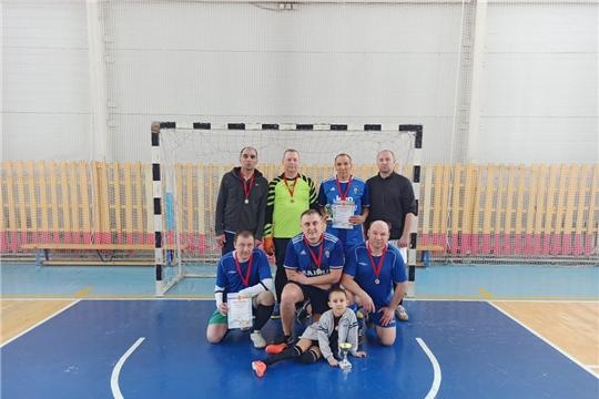 В городе Канаш в рамках Дня здоровья и спорта турнир памяти футболистов собрал команды, составленные из игроков старше 40 лет