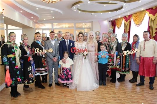 В канун Дня защитника Отечества, во Дворце бракосочетаний г. Канаш для 3 пар прозвучал гимн всех молодожёнов – вальс Мендельсона