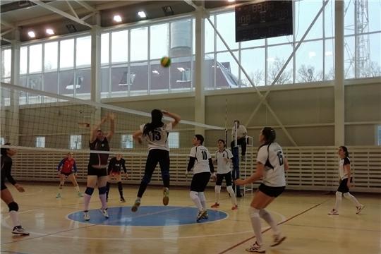 Сборная команда города Канаш одерживает гостевую победу в календарной встрече чемпионата Чувашской Республики по волейболу среди женских команд