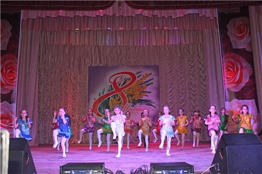 В городском Дворце культуры города Канаш состоялся праздничный концерт, посвященный Международному женскому дню