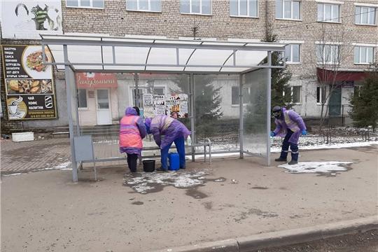 В городе Канаш службами ЖКХ ведутся работы по уборке и дезинфекции улиц, дворов и домов