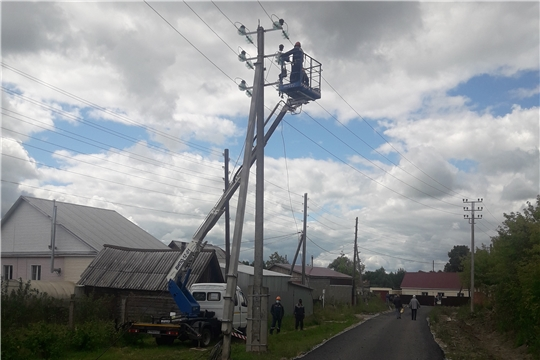 ОАО «Канашские городские электрические сети» проводит ремонтные работы по ул. Полевая
