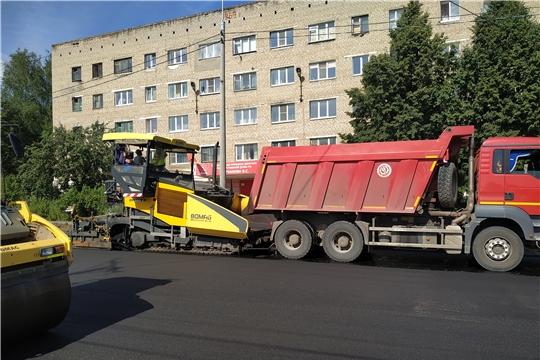 """Подрядчики приступили к укладке завершающего слоя асфальта на автодороге """"ул. Фрунзе"""""""