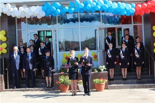 Глава администрации города Канаш Виталий Михайлов принял участие в торжественной линейке, посвященной Дню знаний и началу нового учебного года