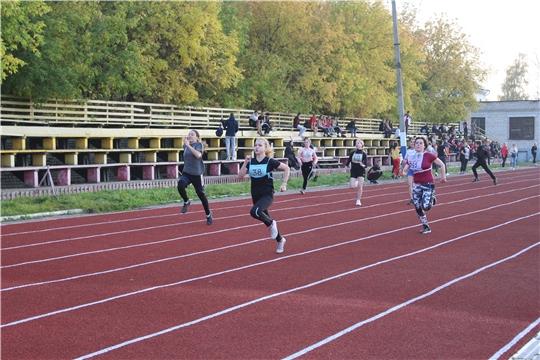 На новых беговых дорожках в городе Канаш прошли муниципальные соревнования по легкой атлетике- «Лига легкой атлетики»