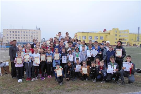 На новых легкоатлетических дорожках стадиона спортивной школы «Локомотив» города Канаш разыграны награды очередных стартов