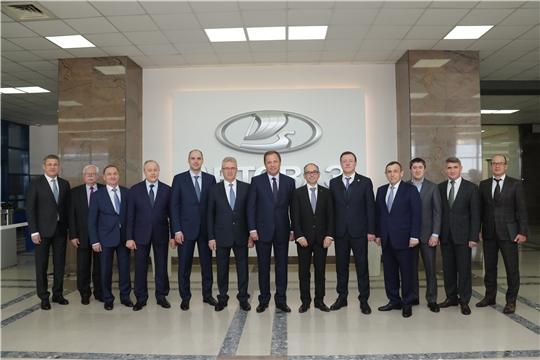 Олег Николаев в рамках участия в Совете ПФО посетил АО «АВТОВАЗ»