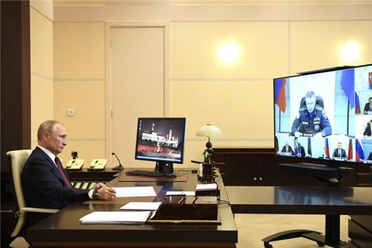 Министр МЧС России Евгений Зиничев доложил Президенту Российской Федерации Владимиру Путину о ситуации с паводками и пожарами в стране