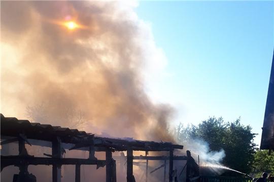 За прошлые сутки огнеборцы Чувашии 13 раз выезжали на тушение пожара