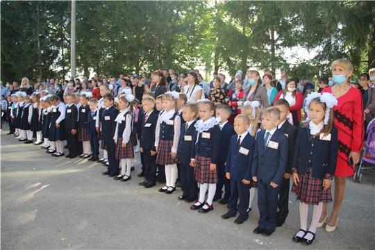 День знаний сегодня торжественно встретили в школах Моргаушского района