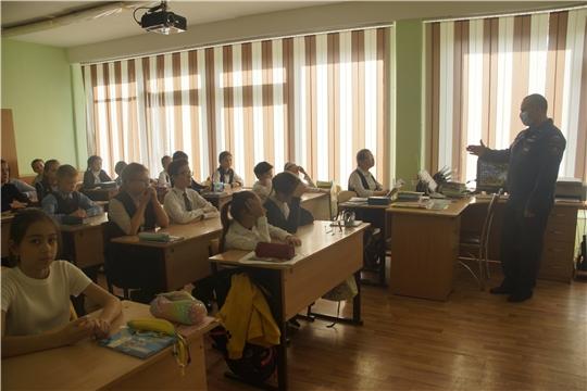 В рамках «Месячника гражданской обороны» сотрудники ГКЧС Чувашии проводят тематические уроки для школьников