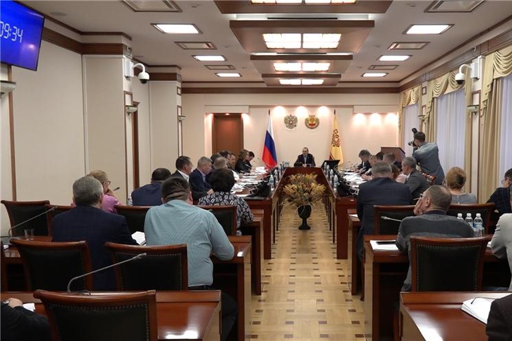 Глава Чувашии Михаил Игнатьев провел рабочее совещание