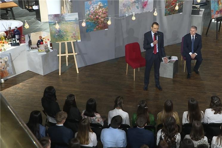 Глава Чувашии Михаил Игнатьев встретился со студентами техникумов и высших учебных заведений