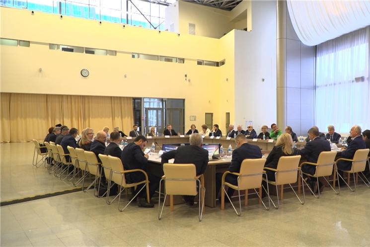 На встрече с представителями региональной Общественной палаты врио Главы Чувашии Олег Николаев предложил создать Центр социальных проектов.