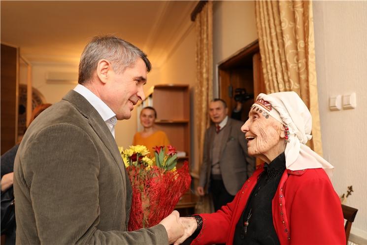 Накануне празднования Международного женского дня Олег Николаев  встретился с народной артисткой СССР Верой Кузьминой