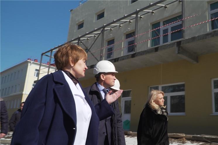 Временно исполняющий обязанности Главы Чувашии Олег Николаев проинспектировал строительство инфекционного корпуса Городской детской больницы на улице Гладкова.