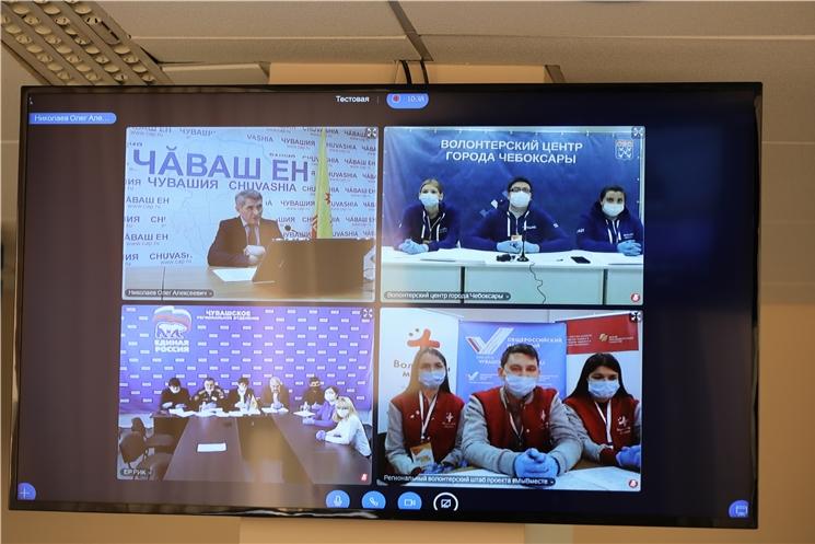 Временно исполняющий обязанности Главы Чувашии Олег Николаев встретился с волонтёрами.