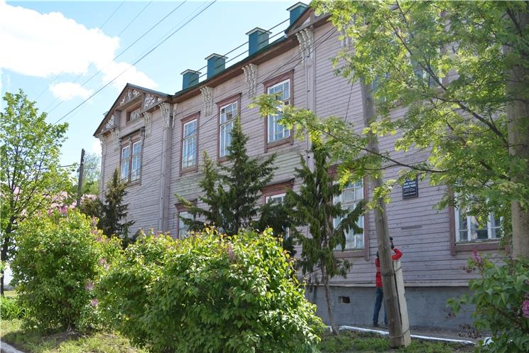 Олег Николаев ознакомился с ходом реставрации Алатырского краеведческого музея