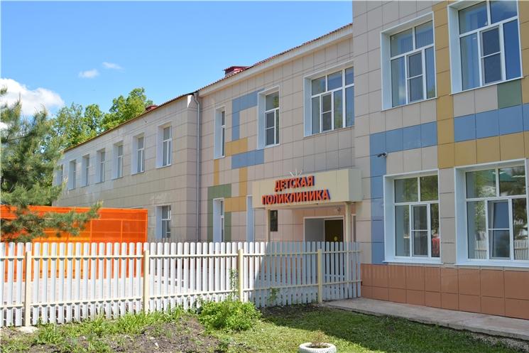 Олег Николаев осмотрел отремонтированную детскую поликлинику в Алатыре