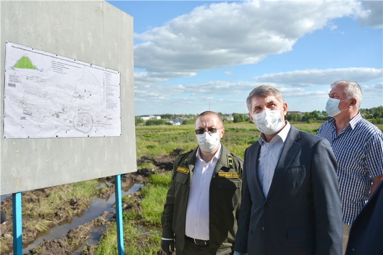 Олег Николаев проверил рекультивацию свалки в Аликовском районе