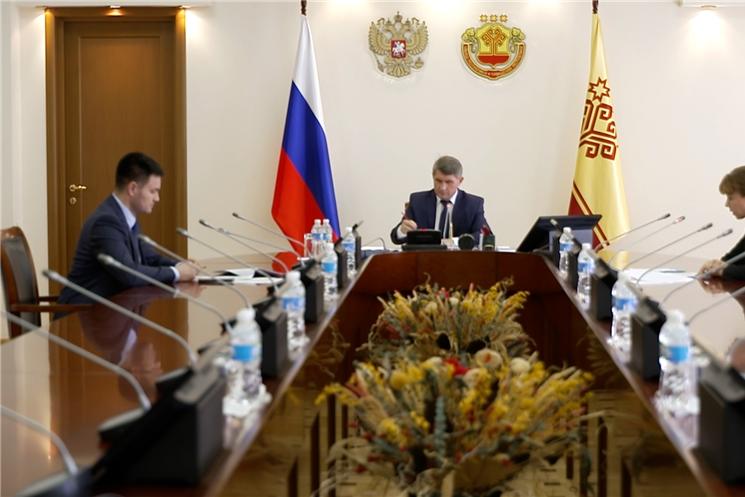 Актуальные вопросы сферы образования и трудоустройства по видеосвязи обсудили на совещании в Доме Правительства.