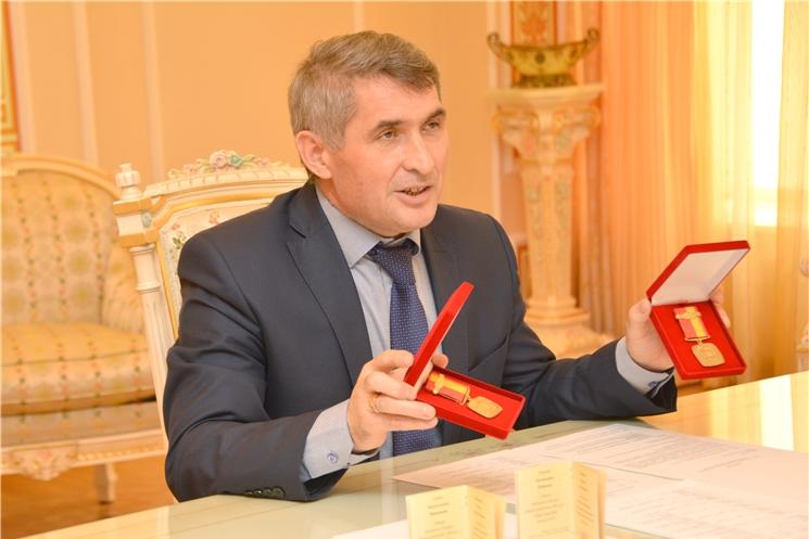 В Международный день защиты детей Олег Николаев наградил семью из Новочебоксарска