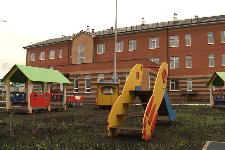 Сегодня врио Главы Чувашии Олег Николаев посмотрел как идут последние приготовления в детском саду в Цивильске и в столичном микрорайоне Новый город