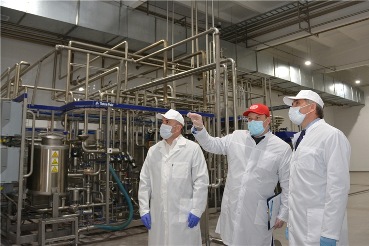 Олег Николаев дал старт новой линии по производству молочной продукции