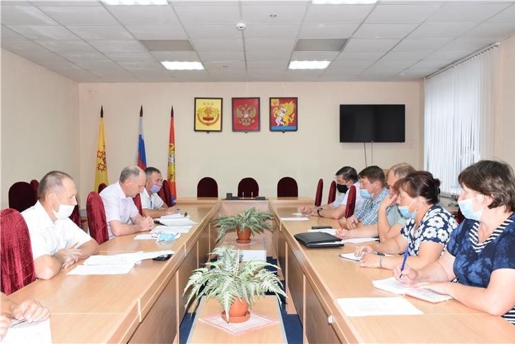 Глава администрации Красночетайского района Иван Михопаров призвал глав сельских поселений активнее участвовать во всех программах для повышения качества жизни селян