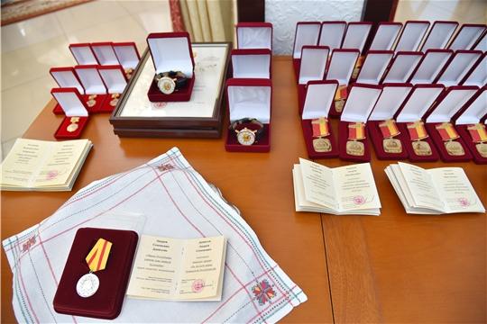 Олег Николаев наградил строителей в преддверии их профессионального праздника