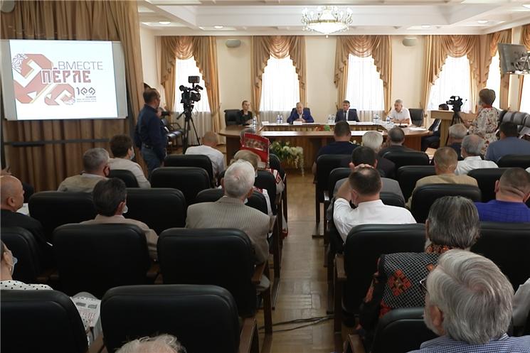 Врио Главы республики Олег Николаев встретился с членами Президиума и Совета старейшин Чувашского национального конгресса, где обсудил пути решения проблем