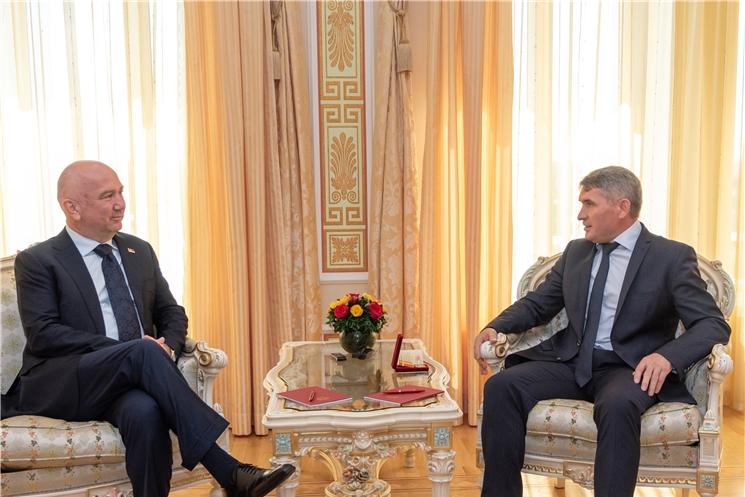 Олег Николаев встретился с министром инноваций и технологического развития Сербии Ненадом Поповичем