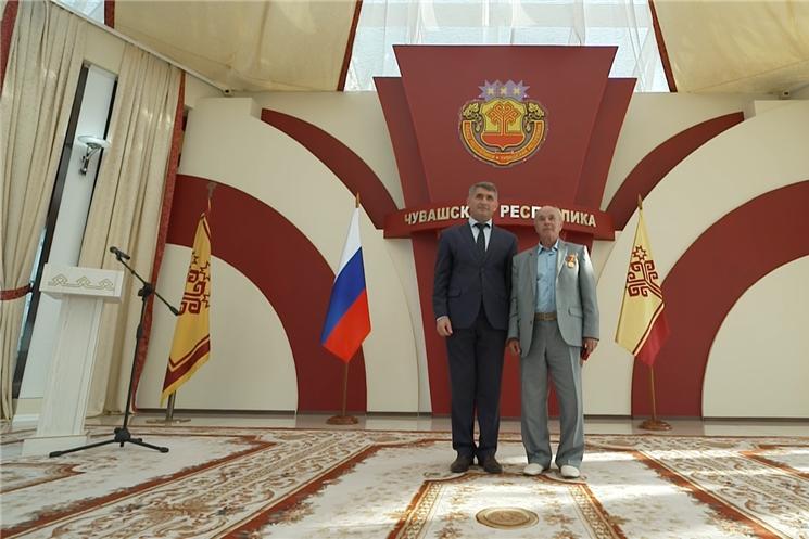 Врио главы региона Олег Николаев поздравил работников  с профессиональным праздником и вручил   отличившимся  награды.
