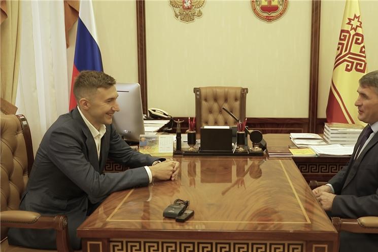 Олег Николаев и Сергей Карякин обсудили развитие шахматного спорта в регионе
