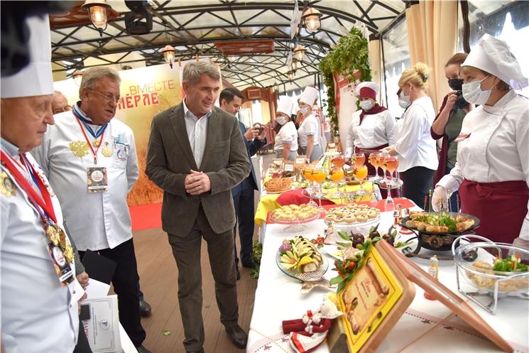 Олег Николаев приветствовал финалистов фестиваля национальной кухни «Гостеприимная Чувашия»
