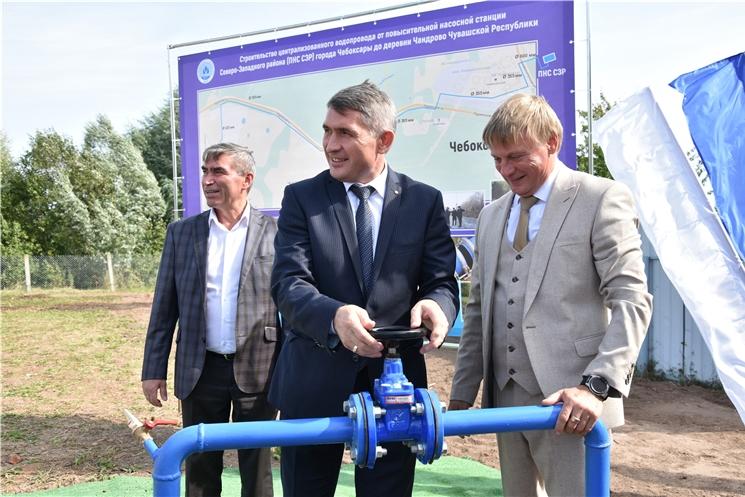 Олег Николаев дал старт работе водовода в деревне Чандрово