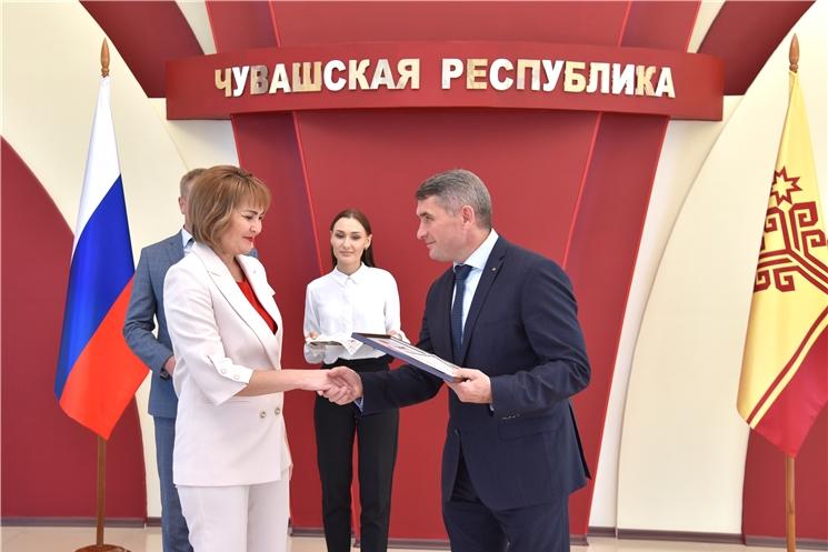Олег Николаев наградил победителей республиканского конкурса «Управленческая команда»