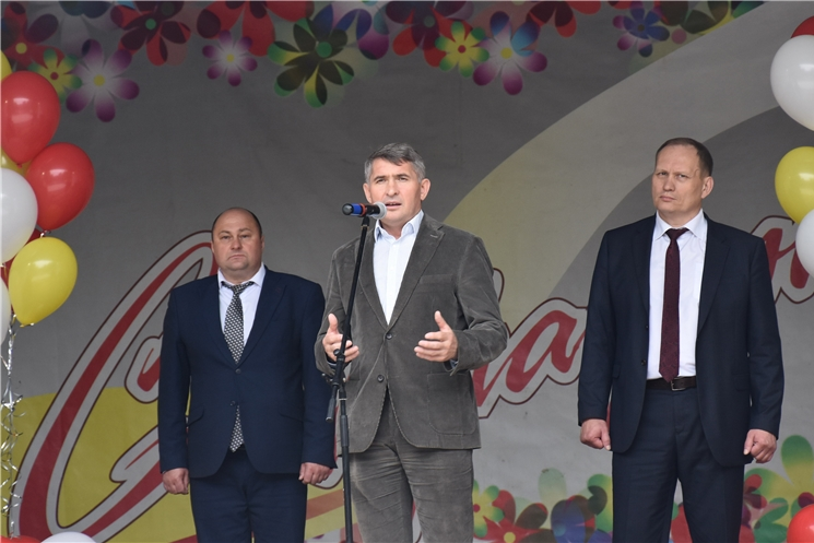 Олег Николаев поздравил шумерлинцев с Днем города